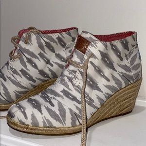Toms Ikat Desert Wedge in Grey